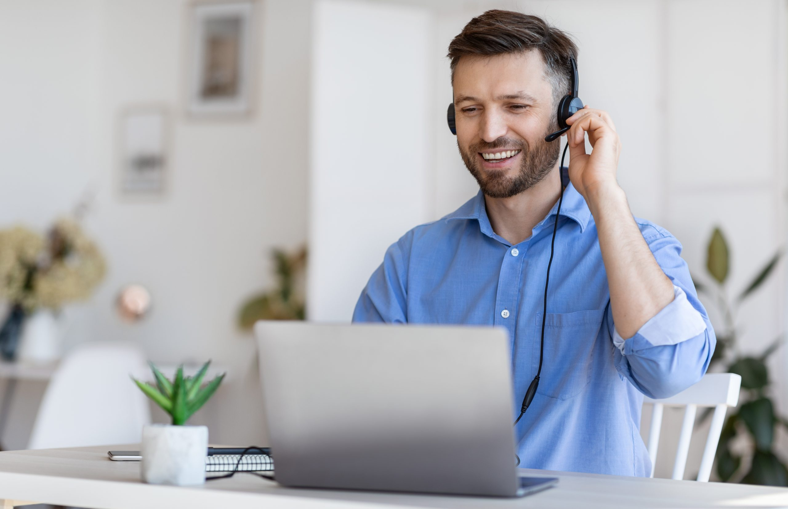 Hotline Operator. Handsome Man Customer Support Manager In Headset Consulting Clients Online
